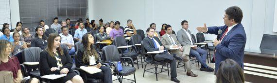 PREVIDÊNCIA: Profissionais e estudantes participam de debate sobre perda de direitos com reforma